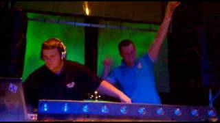 TiGi vs Alexx van den Berg live @ Emotion 4.12.2009.mp4