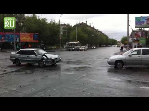 Утренняя авария стала причиной затора возле торгового центра «Дом быта»