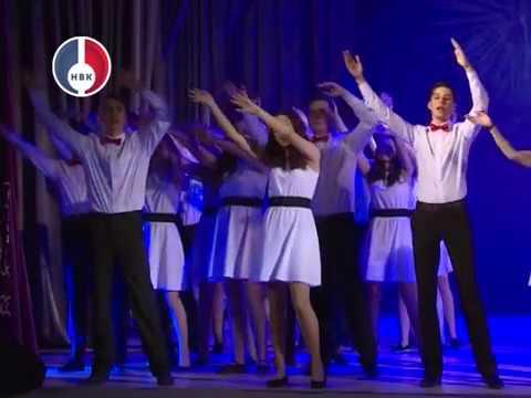 Новогодний бал гимназистов в Театре музыки, драмы и комедии