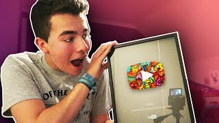 CUSTOM  DOODLE PLAY BUTTON ?! (YouTube Silver Play Button)