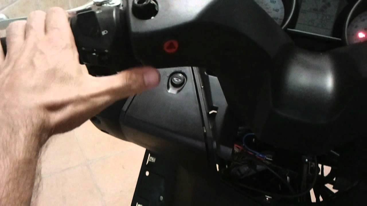 Kymco Agility 125 >> www.scootermotor.es Instalar luces de emergencia Kymco Superdink Downtown Nikita 125 300 - YouTube