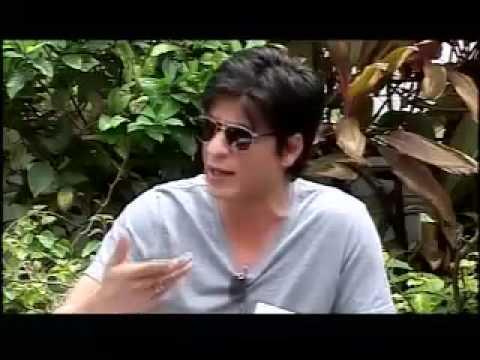 SRK reacts on US detention episode