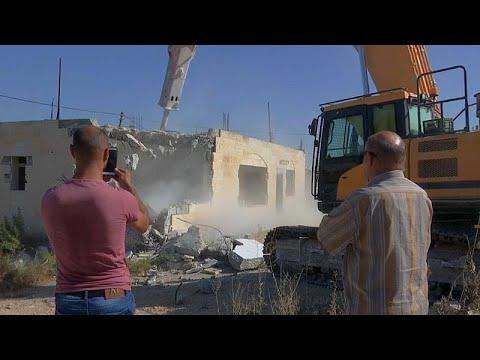 euronews (en français): Des Palestiniens détruisent leurs maisons