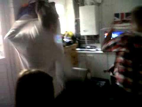 G:\BlackBerry\videos\kylee Wii Dancing Xxx.3GP