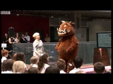 Julia Donaldson and The Gruffalo sing The Gruffalo's Song