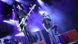 Simple Plan - Perfect (LIVE in Quebec)