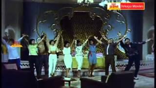 Avey Kallu Telugu Movie Songs - maa voollo oka paduchundi - Krishna,Kanchana