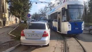 Транспортный коллапс в Евпатории автомобиль заблокировал выезд трамваев из ДЕПО