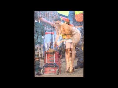 Девушки в красивых коротких юбках 16 фото