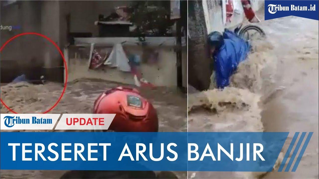 VIDEO Detik Detik Pengendara Motor Terseret Arus Banjir Di