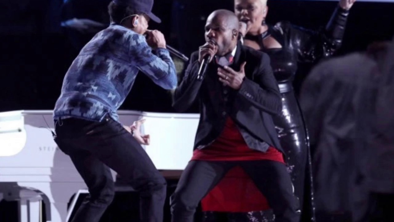 Kirk Franklin wearing a dress at the Grammys??? (Hold My Mule News ...