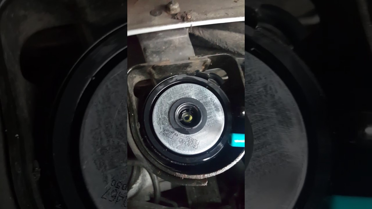 2010 On Vauxhall Zafira 17 Fuel And Oil Filer Change Youtube 2007 Bmw Filter Location