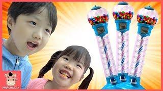 뽑기 장난감 껌볼 풍선껌 엄마 대결 게임 승자는? ♡ 어린이 먹방 인기동요 핑거송 놀이 bubble gum machine kids toys | 말이야와아이들 MariAndKids