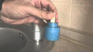 инструкция по Замене картриджа в смесителе кране за 100 секунд(, 2014-11-07T10:21:26.000Z)