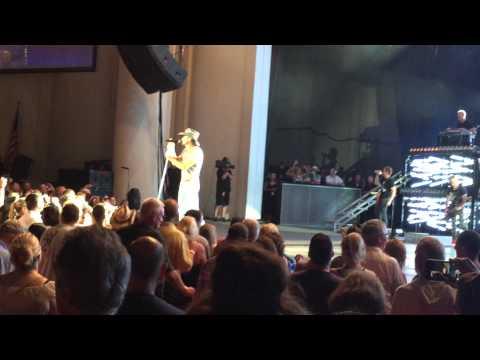 Tim McGraw singing Tiny Dancer