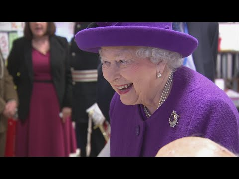 Queen in good spirits at Windsor's Day Centre