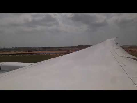 United Airlines Boeing 787-9 Takeoff