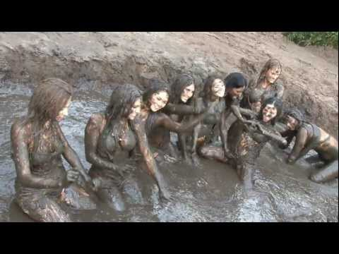 hot Mud Girls photo shoot
