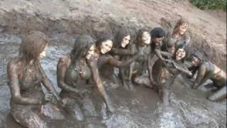 hot Mud Girls photo shoot