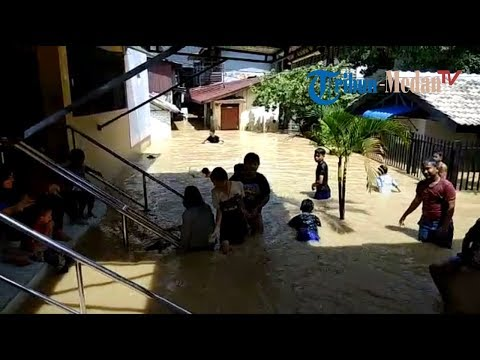 Warga di Sekitar Sungai Babura Terlihat Asyik Bermain di Genangan Air Mp3