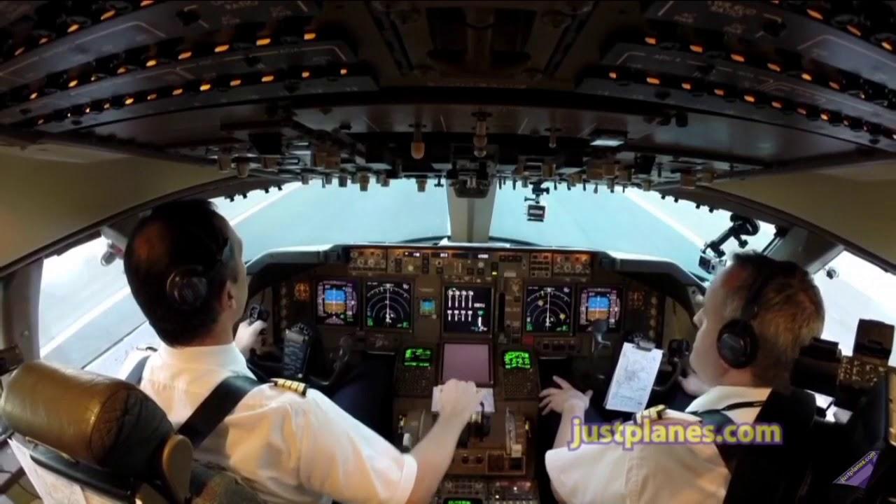 飛行機着陸シーン コックピット...
