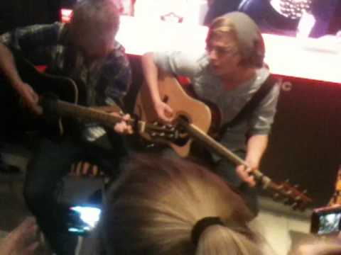 5SOS- The Ballad of Mona Lisa by Panic! at the Disco (Acoustic Show) 17/9/11 FIRST SHOW