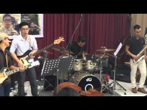 Solo Trống Jazz cực tê - Lễ Tốt Nghiệp Nhạc Viện 2014 của T