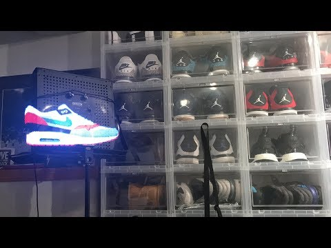 THE WORLD'S FIRST HOLOGRAM SNEAKER!!