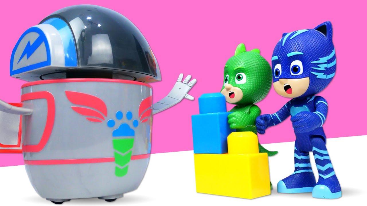 Construyendo la nueva base secreta de los PJ Masks con Mega Blocks. Los materiales fueron robados