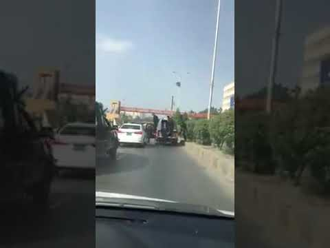 Sindh police beating and threatening a man in car