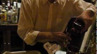 カクテル、シェイカーを使ったカクテルの作り方(how to shaking balalaika)