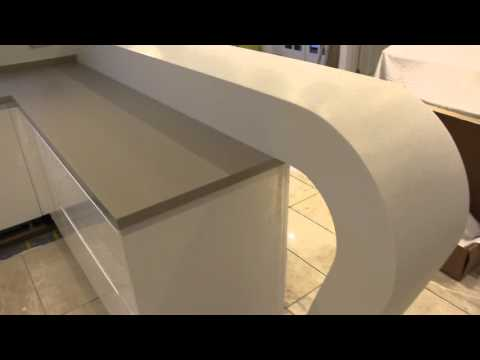 amazing-corian-curved-breakfast-bar!