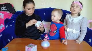 Распаковываем КУКЛЫ ЛОЛ! Ксюша, Макс и Надя ОТКРЫВАЮТ Кукол в шарах ЛОЛ! сюрпризы лол