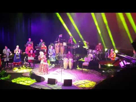 Kumar Sanu Karin Bloemen - Live @ Carre Amsterdam 2016 Dum Maro Dum / Dam Maro Dam