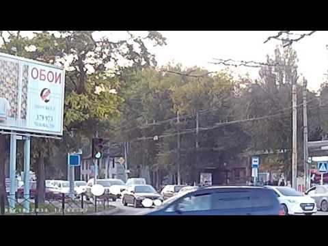 В Таганроге водитель и пешеход устроили показательные бои без правил