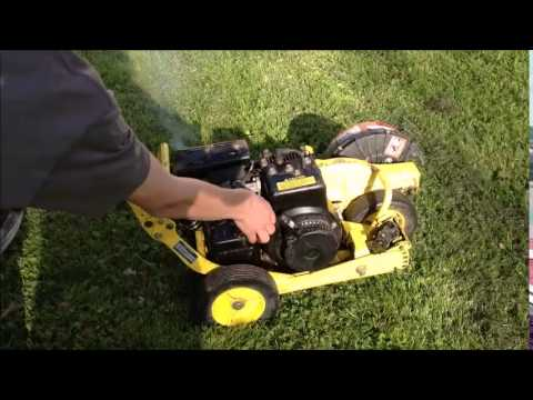 John Deere E35 Lawn Edger Running