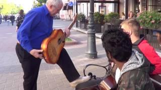 Download Показал ребятам как надо играть на гитаре...   КЛАССНЫЙ МУЗЫКАНТ!!! #ВалерийМаленок Mp3 and Videos