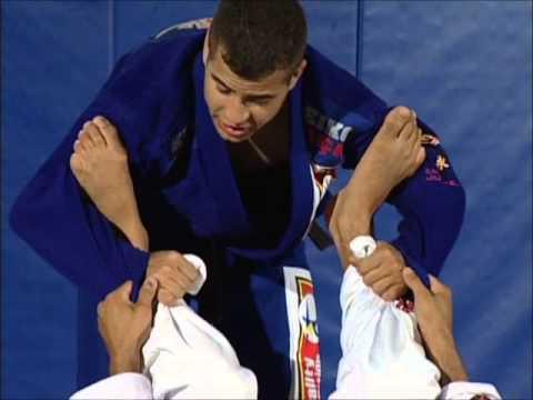 Leo Vieira BJJ - How to pass the spider guard