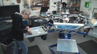 Screen Printing Tee Shirts: One Color Distressed Print Production Run