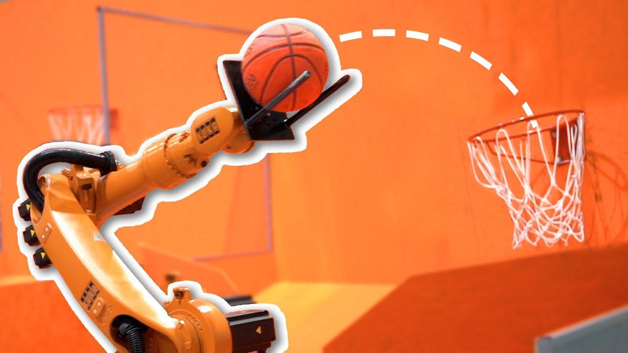 Рука-робот играет в баскетбол!