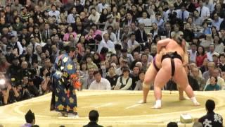 なんでか照ノ富士、魁聖にあっさり負け。