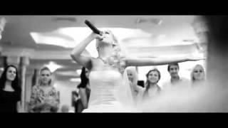Кендра читает рэп в подарок жениху на свадьбу
