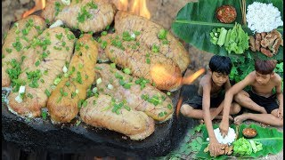 Primitive Technology - Cooking fish egg on a rock - eating delicious