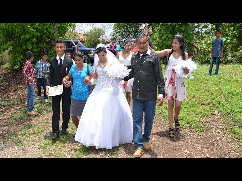 Recién casados llegando a casa de recepción #5 Boda Gomez Mendoza - Ediciones Mendoza