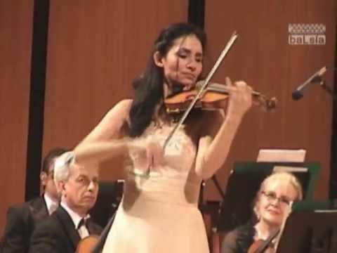 Eva León - Capricho 24