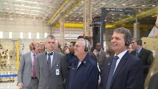 Ministro da Defesa e Comandante da FAB visitam indústrias e unidades de tecnologia aeroespacial