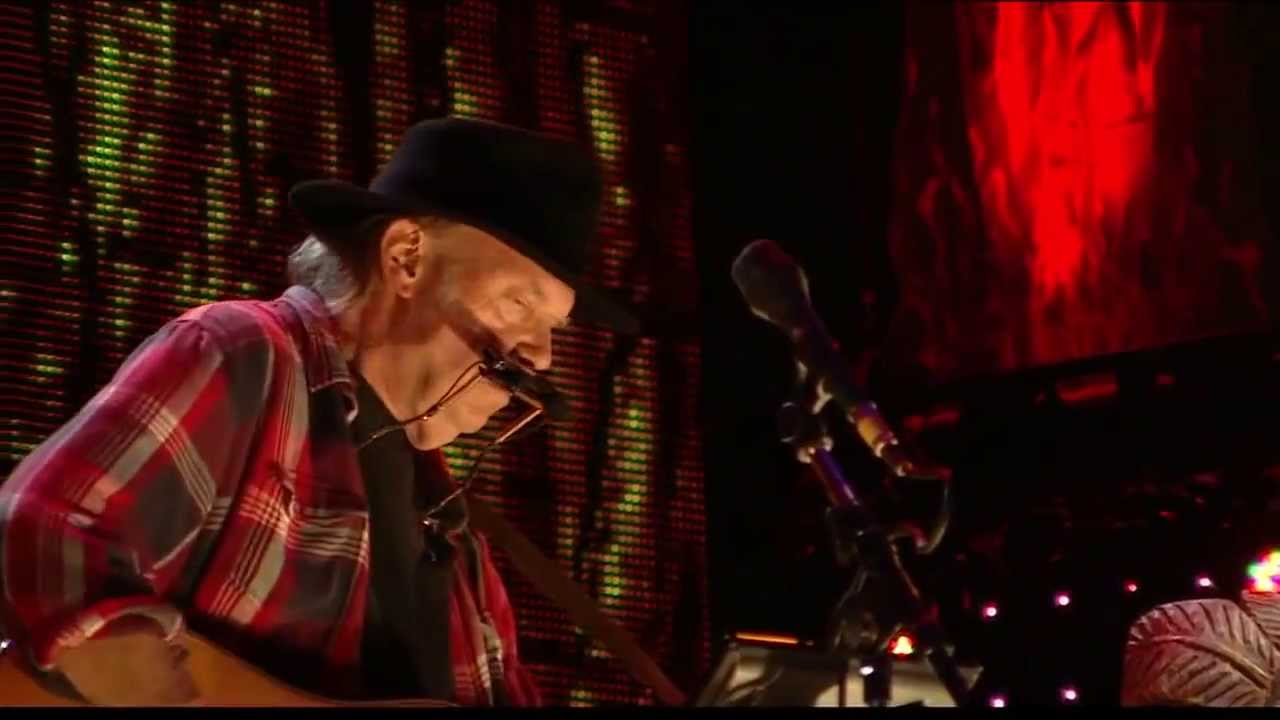 Neil Young Heart Of Gold Live At Farm Aid 2013 Youtube