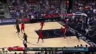 LaMarcus Aldridge 33 punti vs Bulls. NBA Xmas Day