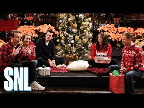 SNL Host Matt Damon Goes All Out for Secret Santa