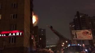 На ВИЗе  тушат пожар в многоэтажке